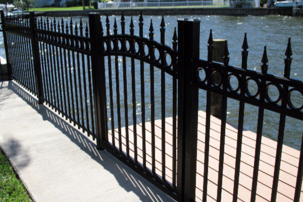 benefits of an aluminum fence