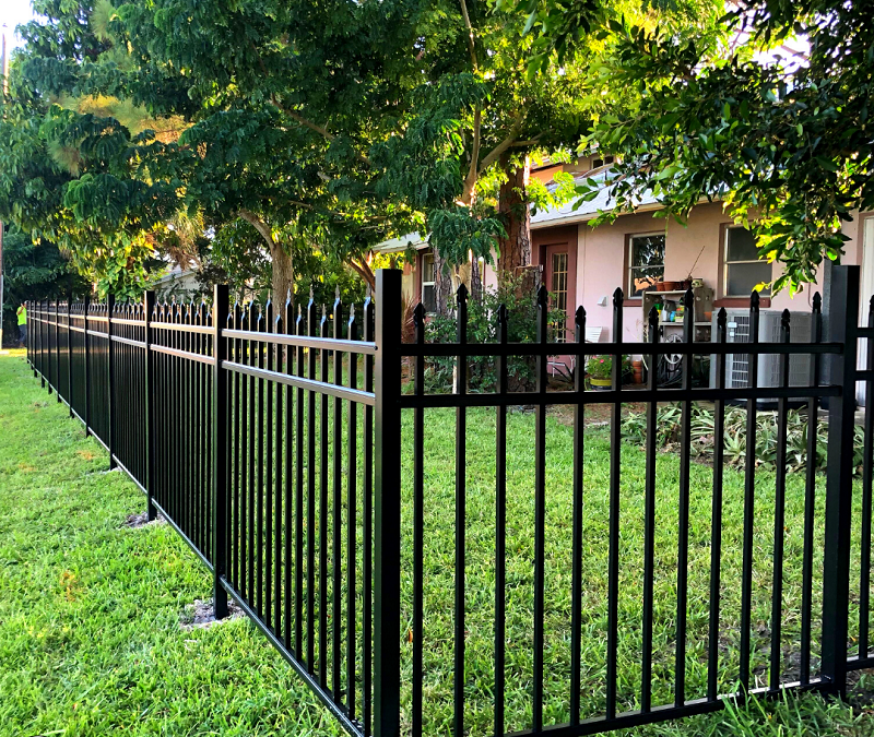 4 Reasons to Install a Residential Fence